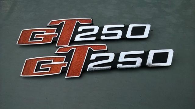 Nos 1 Set Suzuki Gt250 (hustler) Frame Cover Emblems 68141-18600 1973-77