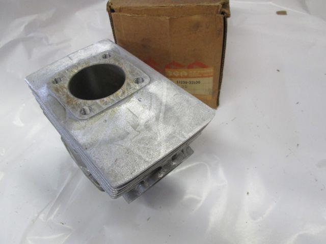 Nos Suzuki Gt380 Nos Middle Cylinder 1974-77 11230-33100