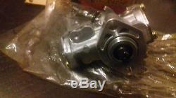 Suzuki RGV 250 VJ21 2 stroke Oil pump NOS 16100-12C10 RGV250 vj 21